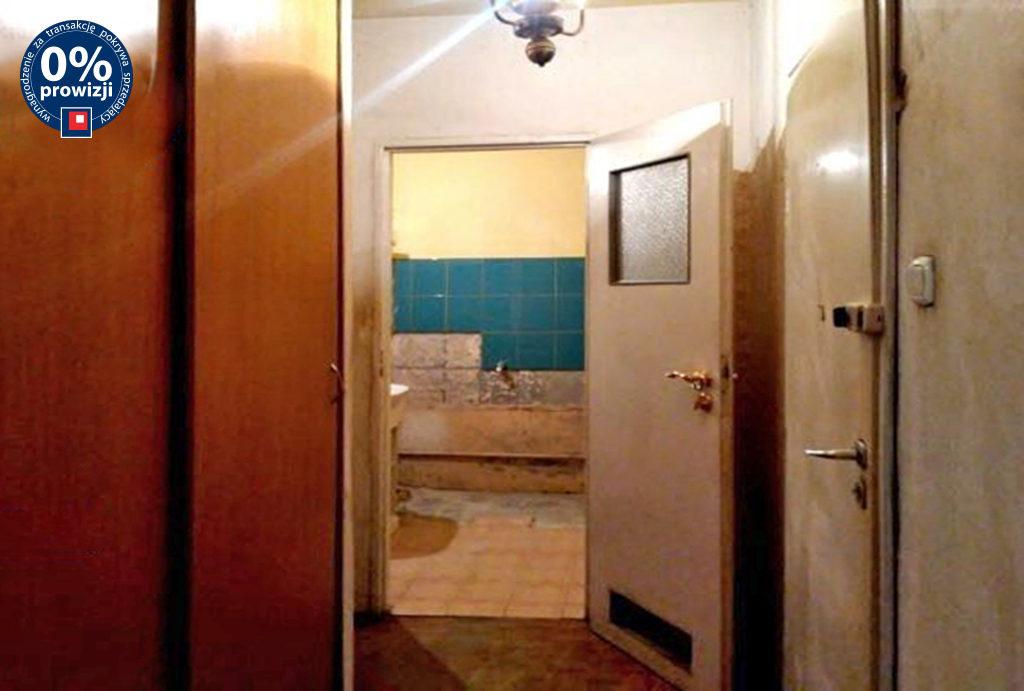 widok na przedpokój w mieszkaniu na sprzedaż Wrocław Krzyki