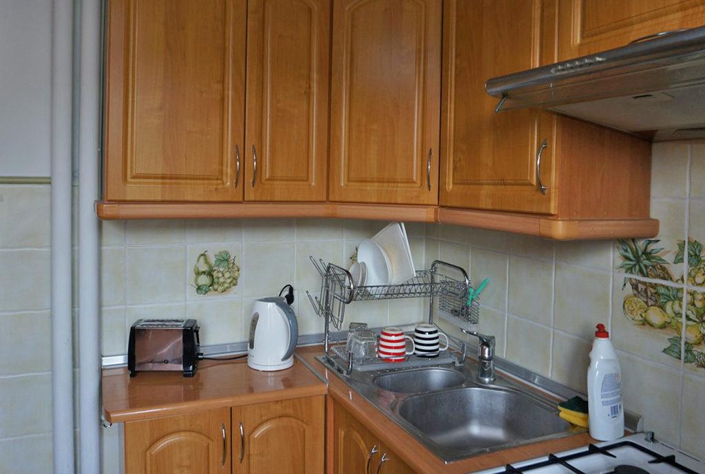 zabudowana stylowo kuchnia w mieszkaniu do wynajmu Wrocław Stare Miasto