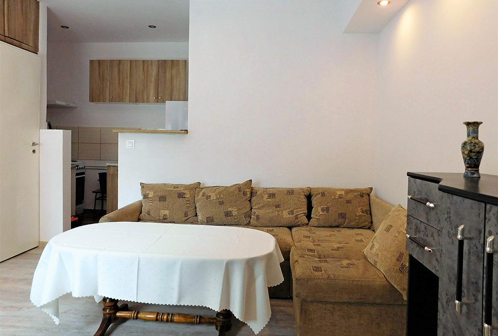 zdjęcie prezentuje fragment salonu w mieszkaniu na wynajem Wrocław okolice