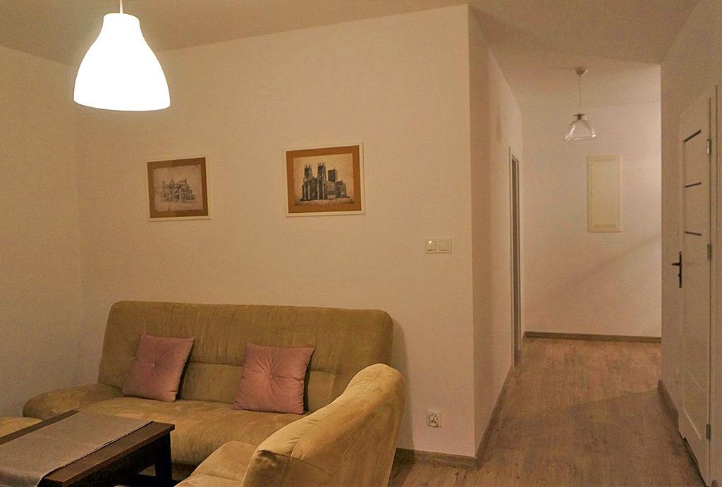 fragment komfortowego salonu w mieszkaniu do wynajęcia Wrocław (okolice)