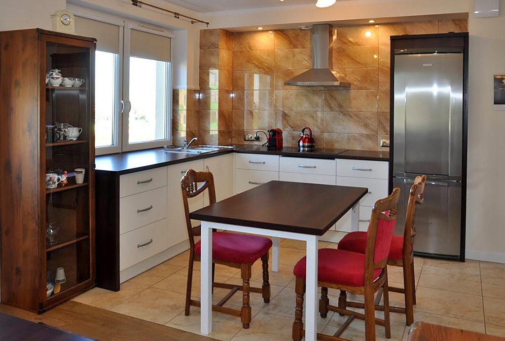 komfortowo urządzona kuchnia w mieszkaniu do wynajęcia Wrocław (okolice)
