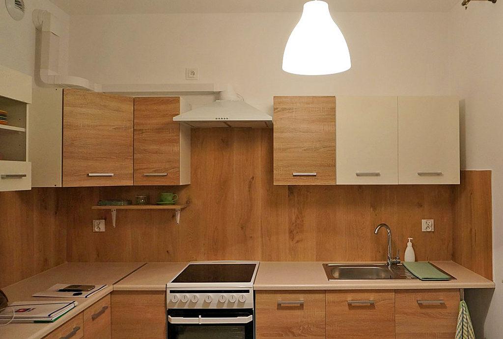 nowocześnie zabudowana kuchnia w mieszkaniu do wynajmu Wrocław (okolice)