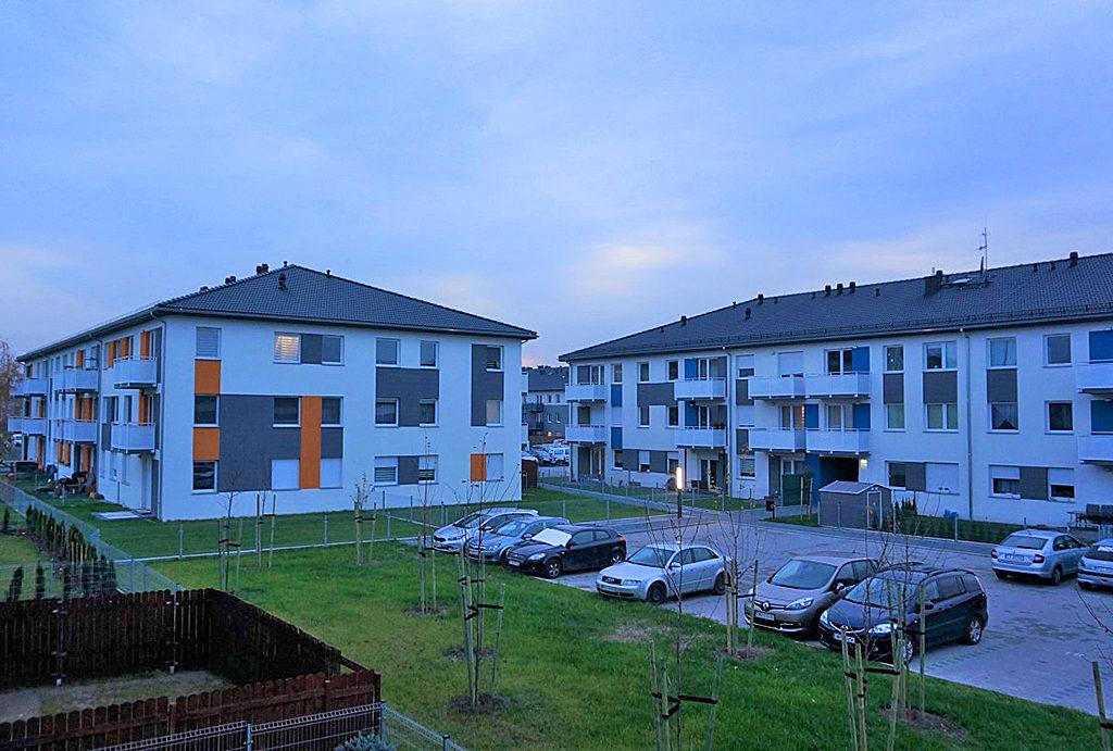 widok na całe osiedle, gdzie znajduje się oferowane mieszkanie na wynajem Wrocław (okolice)