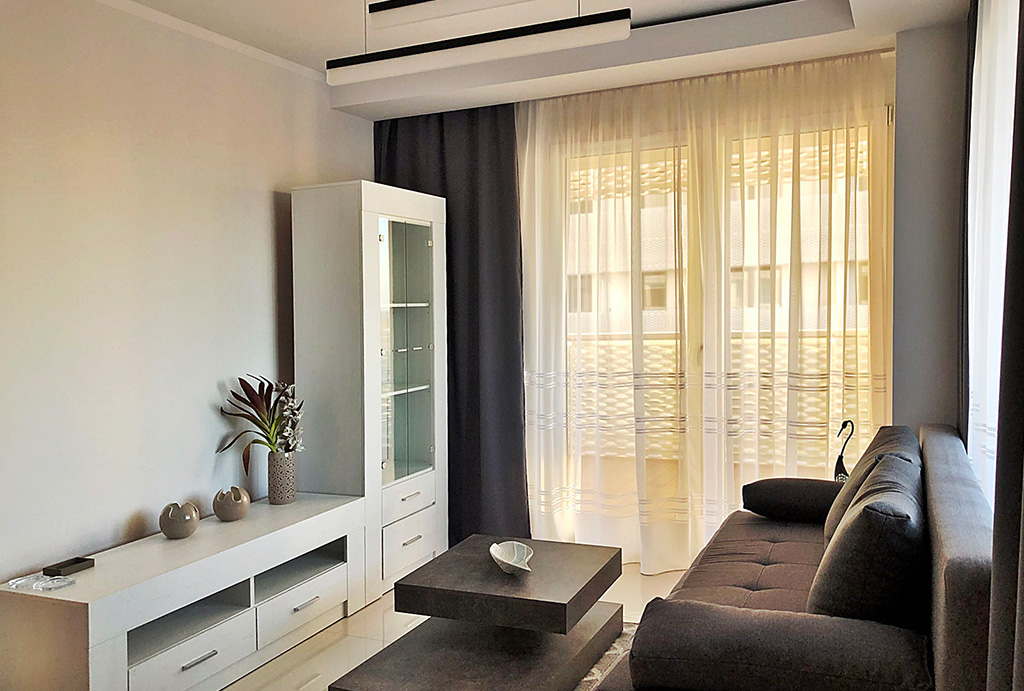 widok z innej perspektywy na salon w luksusowym apartamencie do wynajmu Wrocław Stare Miasto