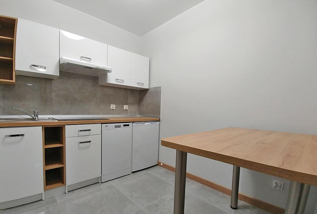 umeblowana kuchnia w mieszkaniu do wynajmu Wrocław Fabryczna