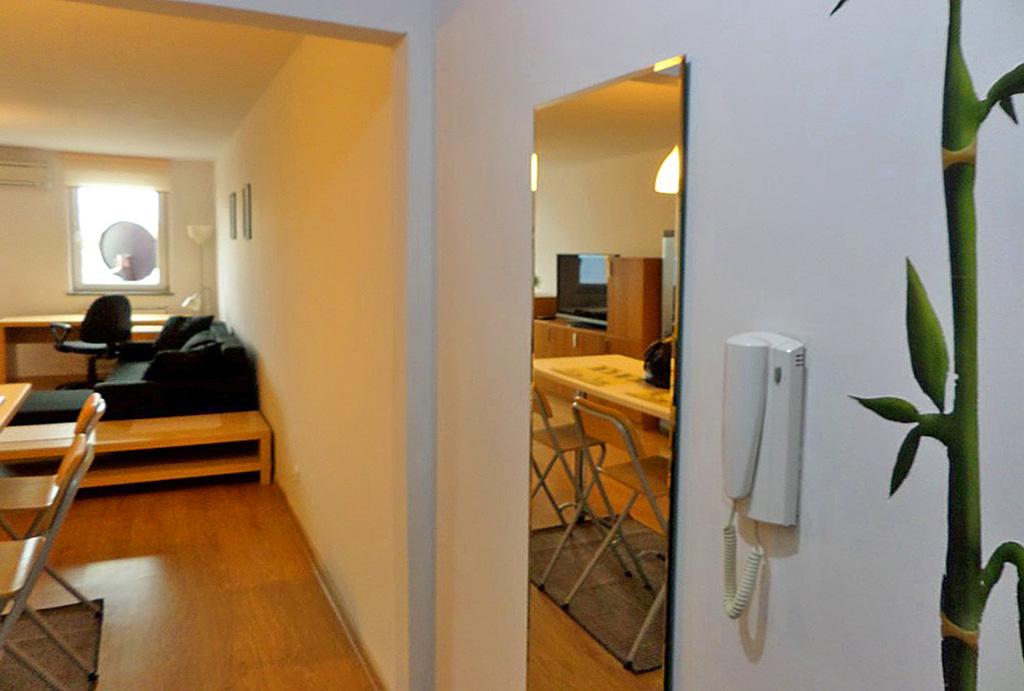 zbliżenie na hol w mieszkaniu do wynajęcia Wrocław Krzyki