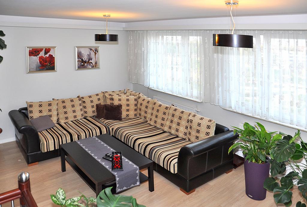 reprezentacyjny i elegancki salon w mieszkaniu na wynajem Wrocław Krzyki
