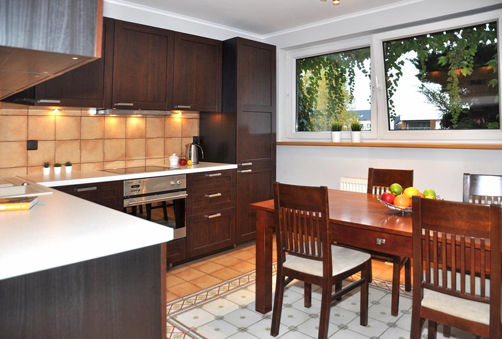 kuchnia w zabudowie w mieszkaniu na wynajem Wrocław Krzyki