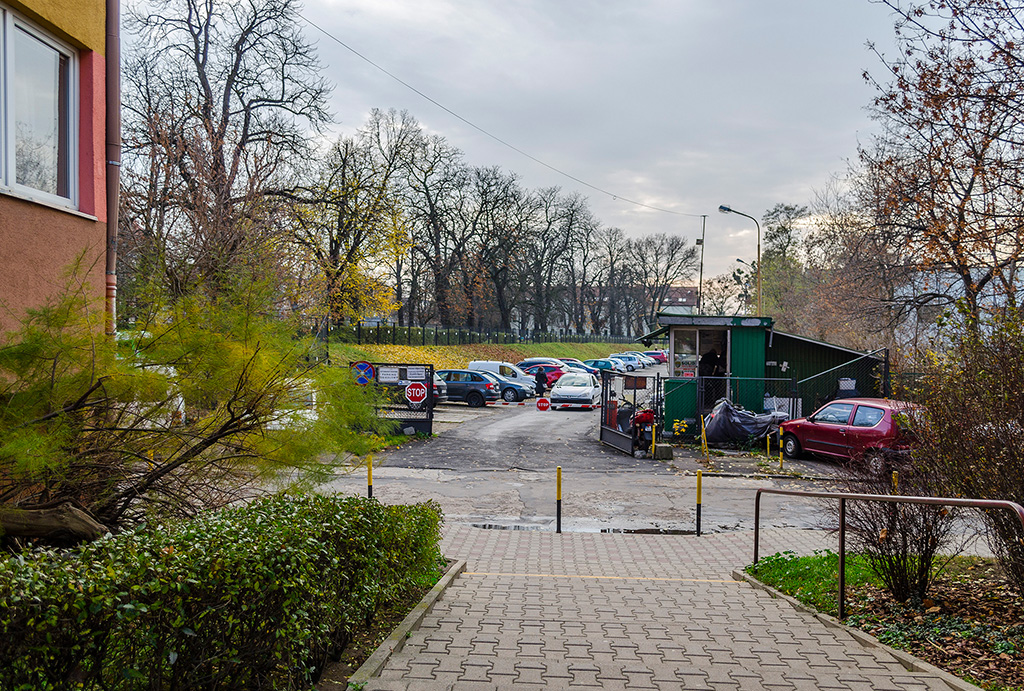 widok na osiedle, gdzie położone jest mieszkanie do sprzedaży Wrocław Krzyki