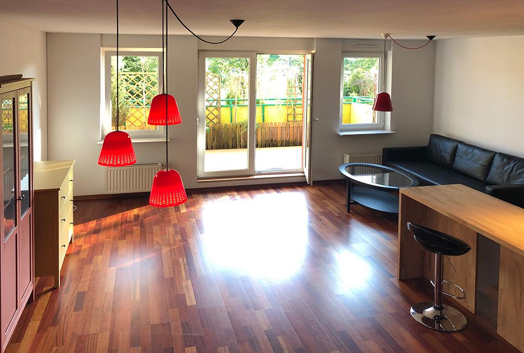 przestronny salon w mieszkaniu do sprzedaży Wrocław Krzyki