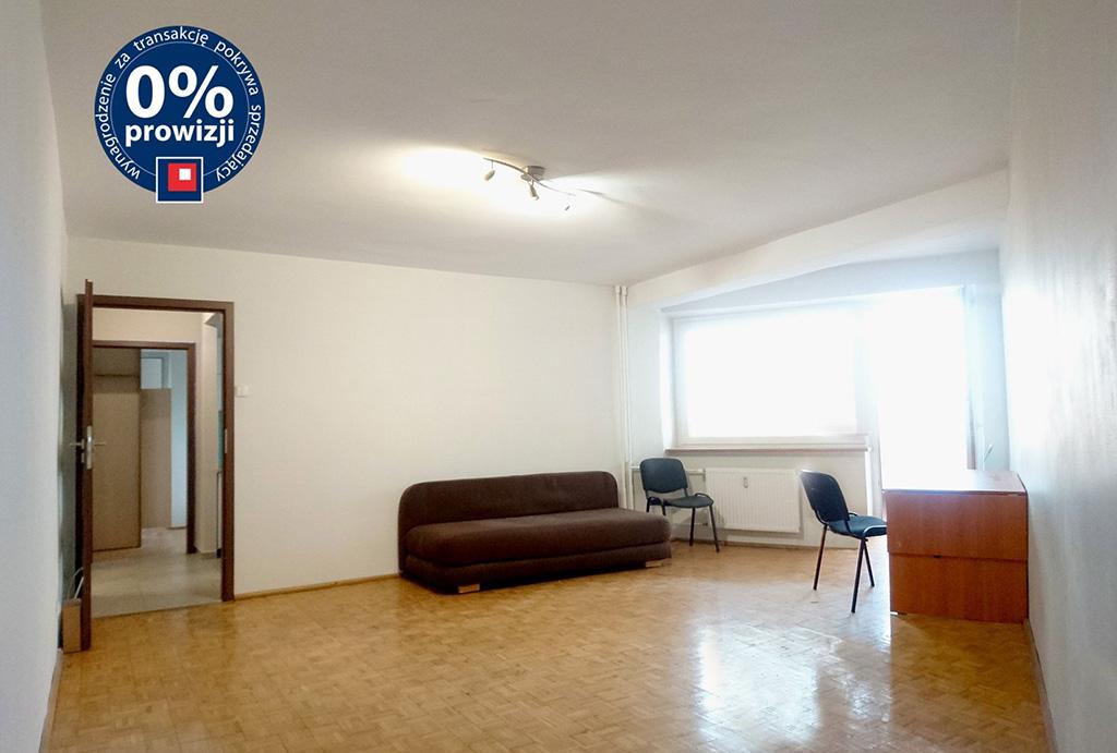na zdjęciu komfortowy salon w mieszkaniu na sprzedaż Wrocław Psie Pole