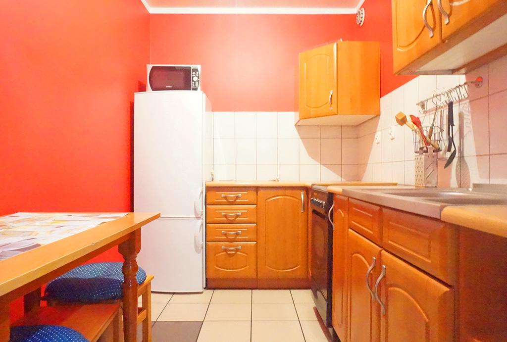 klasycznie umeblowana kuchnia w mieszkaniu na sprzedaż Wrocław Stare Miasto