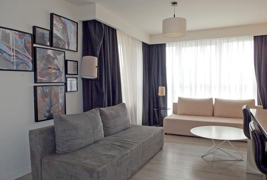 na zdjęciu prestiżowy salon w mieszkaniu do sprzedaży Wrocław Stare Miasto