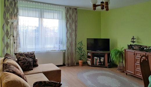 przestronny, elegancki salon w mieszkaniu do sprzedaży Wrocław (okolice)