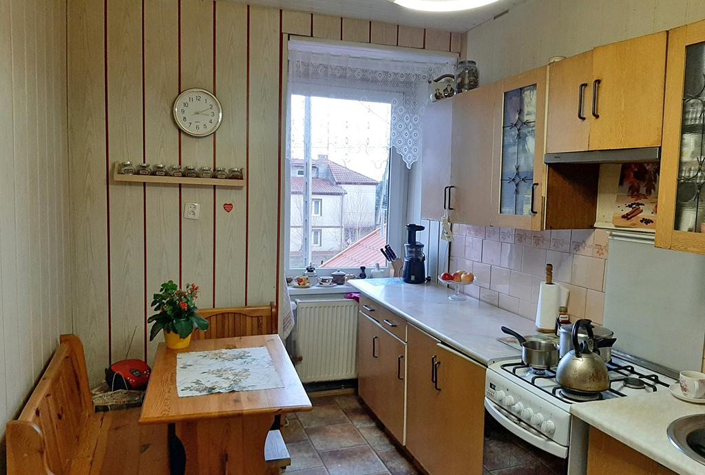 kuchnia w zabudowie w mieszkaniu na sprzedaż Wrocław (okolice)