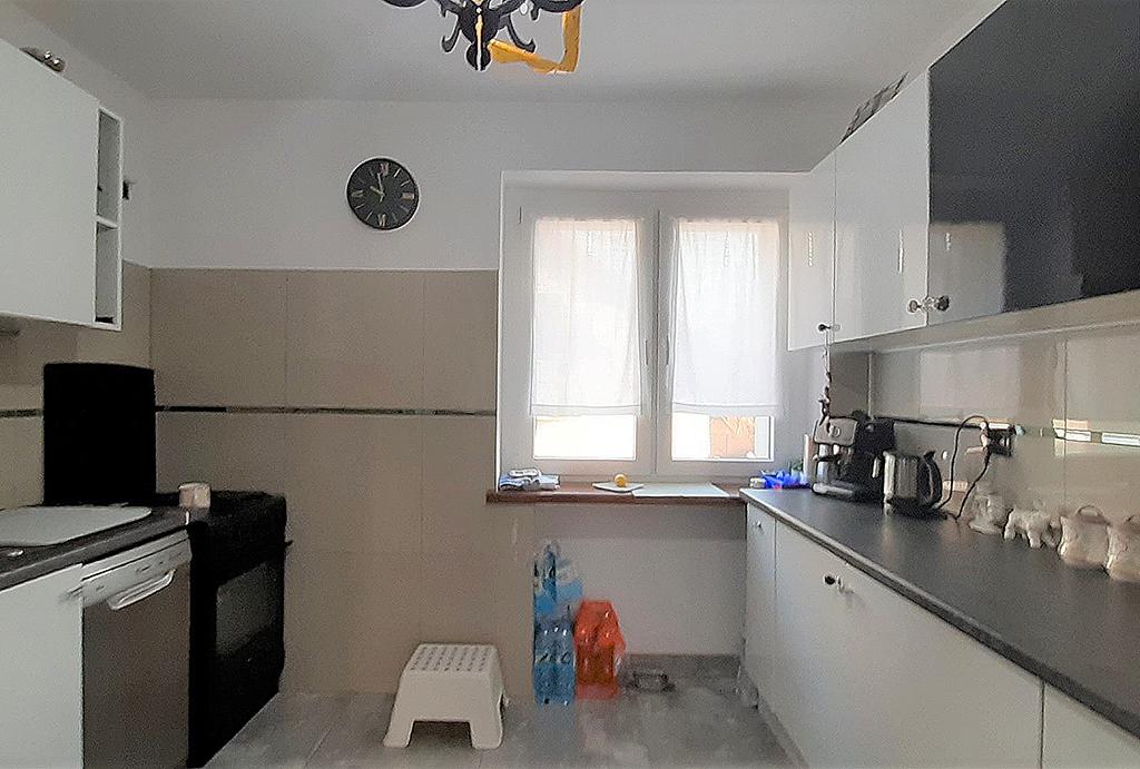 widok na kuchnię w apartamencie do wynajmu Wrocław Psie Pole