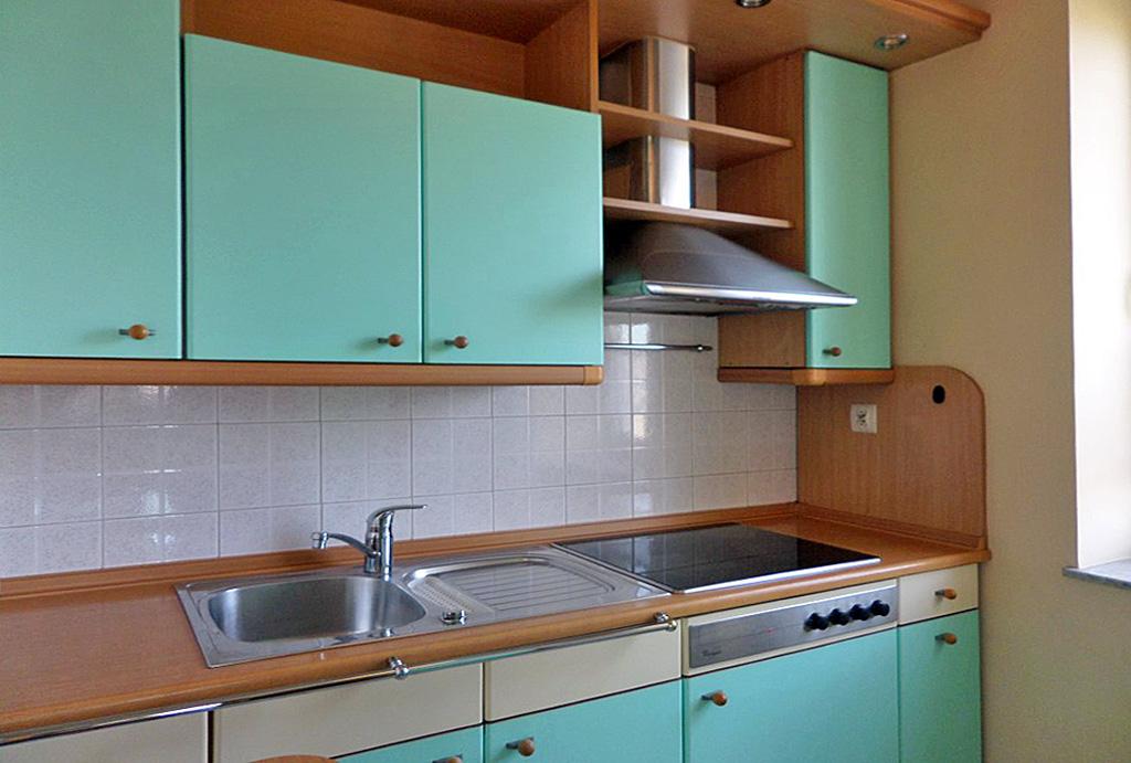 komfortowo umeblowana kuchnia w mieszkaniu na wynajem Wrocław Fabryczna