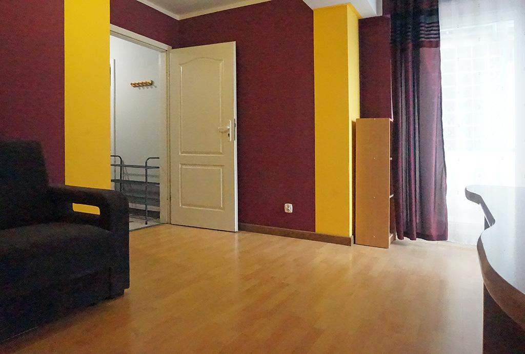 widok z innej perspektywy na salon w w mieszkaniu na sprzedaż Wrocław Stare Miasto