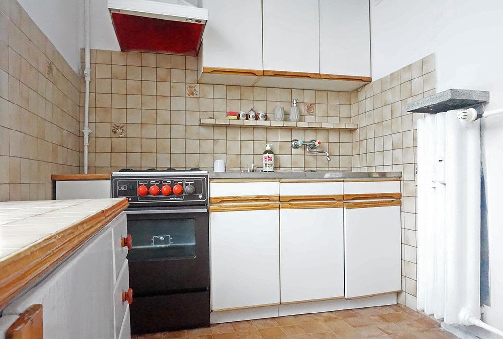 kuchnia w zabudowie w mieszkaniu do wynajmu Wrocław Stare Miasto