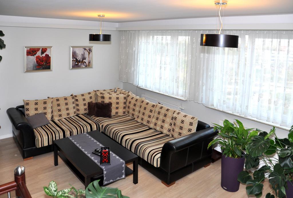 widok z góry na salon w apartamencie do sprzedaży Wrocław Krzyki
