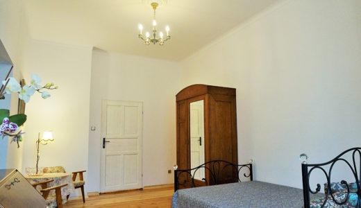 komfortowe wnętrze jednego z pokoi w mieszkaniu na sprzedaż Wrocław Śródmieście
