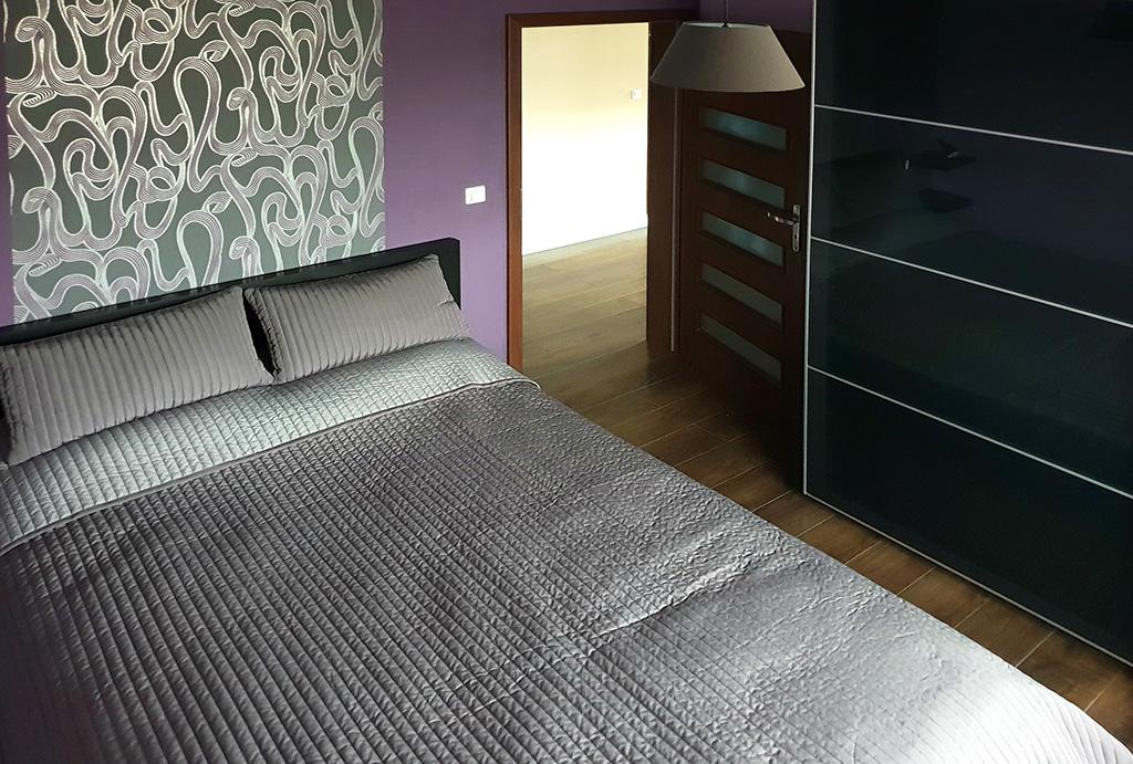 zaciszna sypialnia w mieszkaniu na wynajem Wrocław Kiełczów