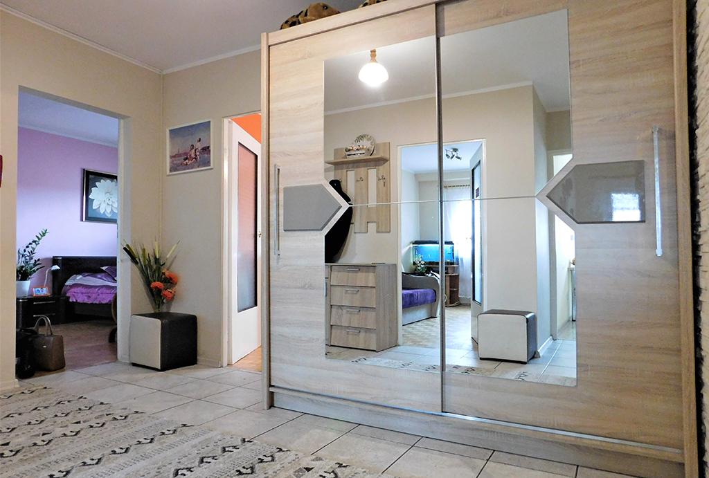 przestronny korytarz w mieszkaniu na sprzedaż Wrocław (okolice, Oława)