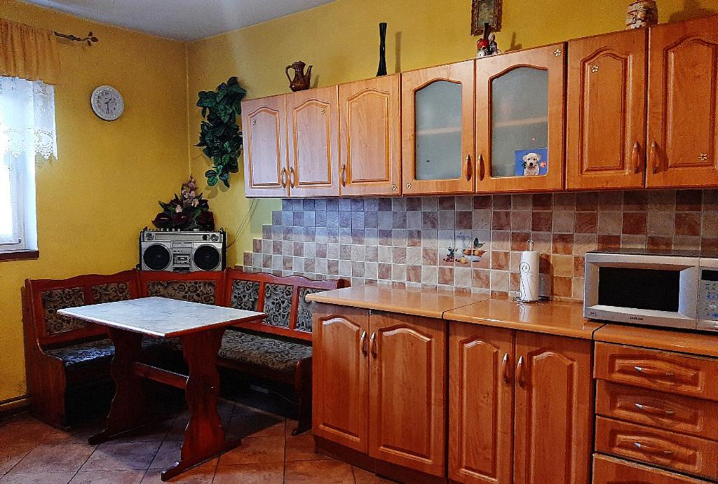 widok na zabudowaną kuchnię w mieszkaniu na sprzedaż Wrocław (okolice, Radwanice, Głogów)