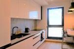 na zdjęciu nowoczesna kuchnia w mieszkaniu do wynajmu Wrocław Śródmieście