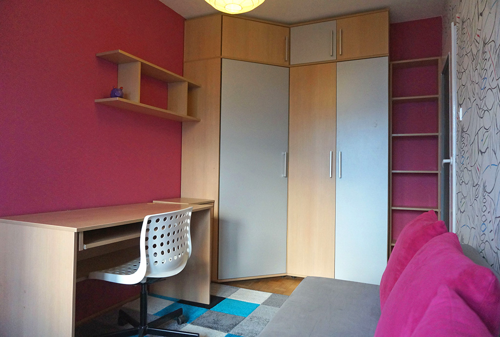 widok na komfortowy pokój w mieszkaniu do wynajmu Wrocław Fabryczna