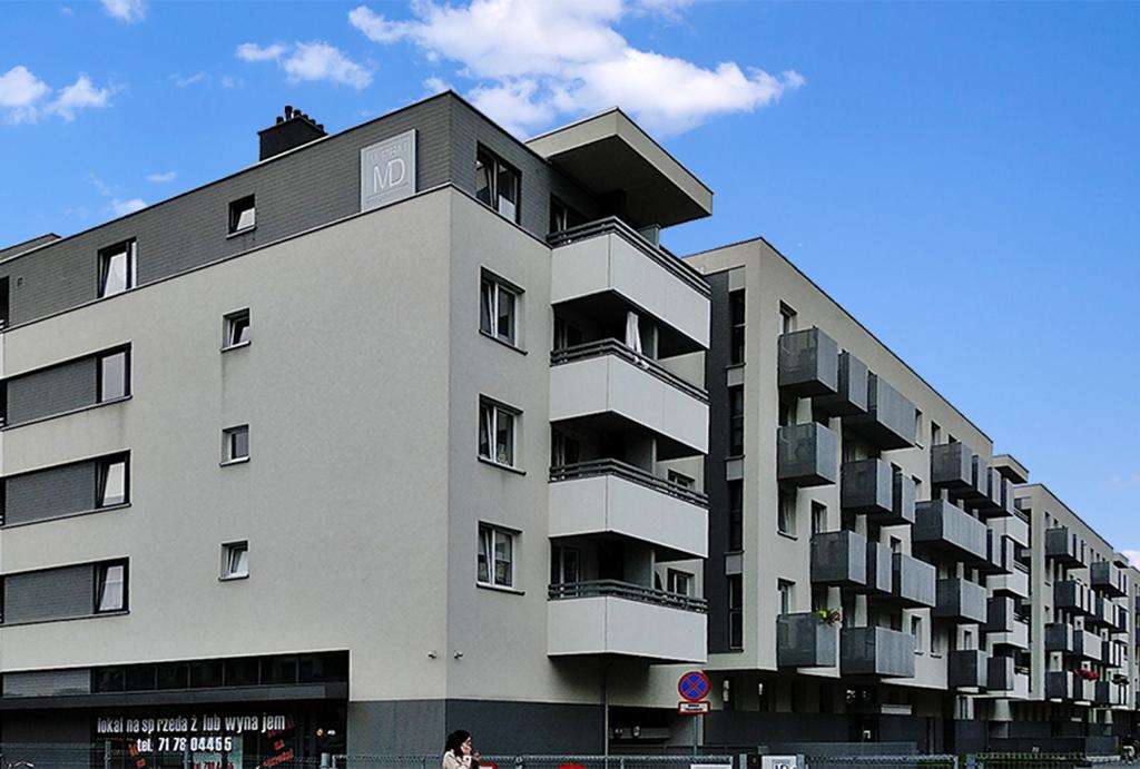 prestiżowa okolica i luksusowy apartamentowiec, w którym znajduje się oferowany na wynajem apartament Wrocław Śródmieście