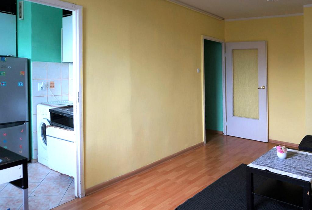 widok z salonu na kuchnię w mieszkaniu na sprzedaż Wrocław Psie Pole