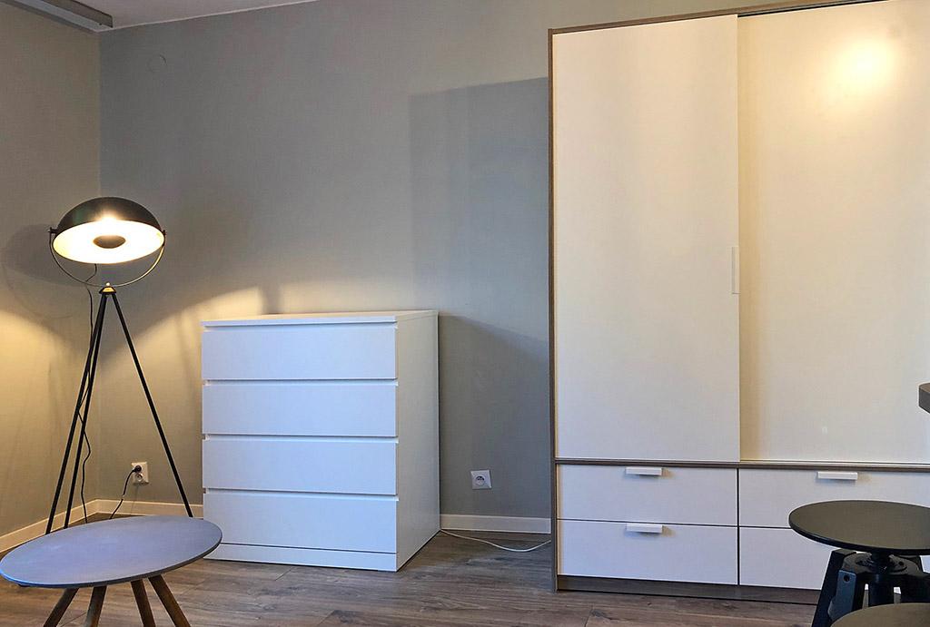 jedno z komfortowych pomieszczeń w mieszkaniu na wynajem Wrocław (okolice, Oława)