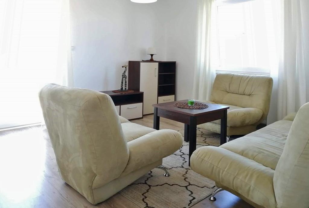 zbliżenie na pokój dzienny w mieszkaniu do wynajmu Wrocław Kiełczów