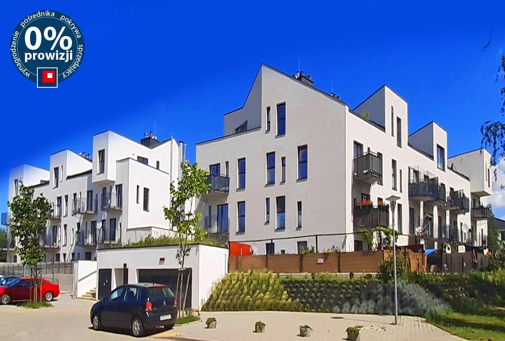 widok na osiedle, na którym znajduje się oferowane do sprzedaży mieszkanie Wrocław Leśnica