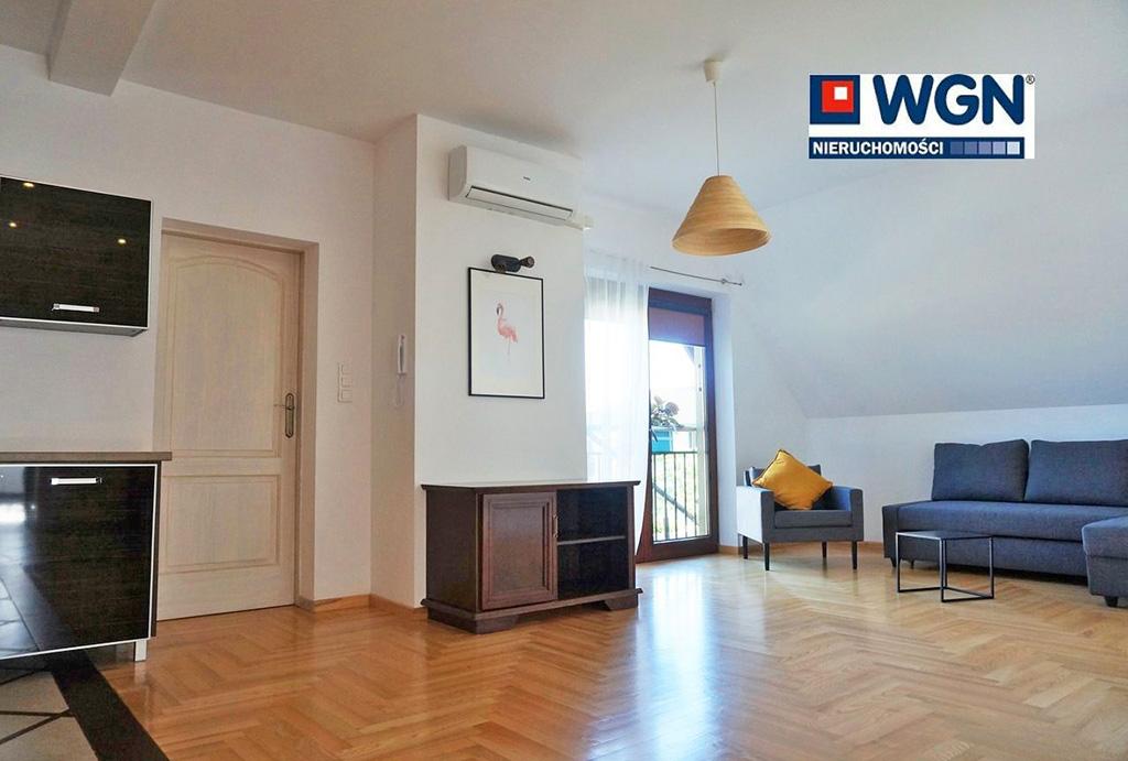 przestronny salon w mieszkaniu do wynajęcia Wrocław (okolice, Tyniec Mały)
