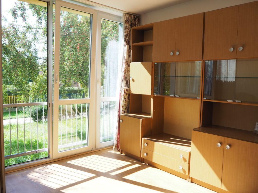 widok na drugą stronę salonu w mieszkaniu do wynajmu Wrocław Krzyki