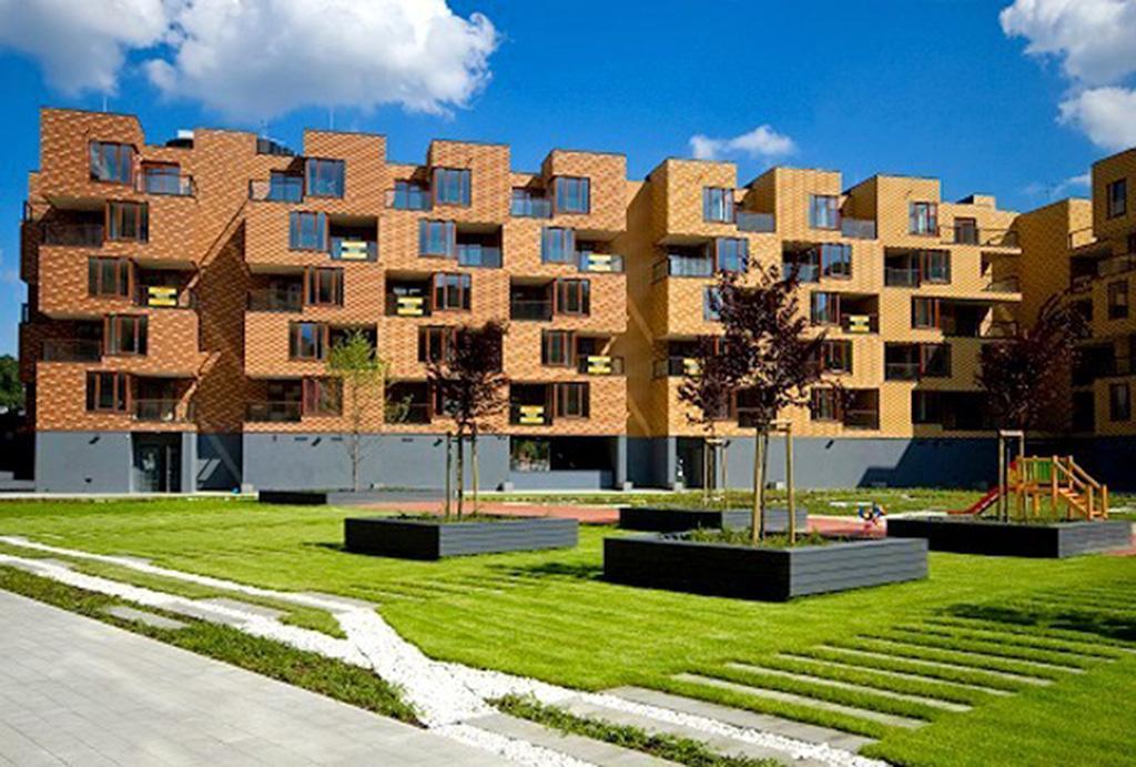 rzut na całe osiedle i zieloną okolicę, gdzie mieści się mieszkania do sprzedaży Wrocław Fabryczna