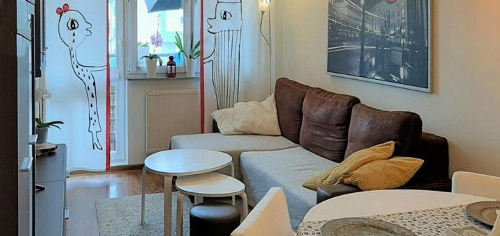 na zdjęciu salon w mieszkaniu do sprzedaży Wrocław Fabryczna