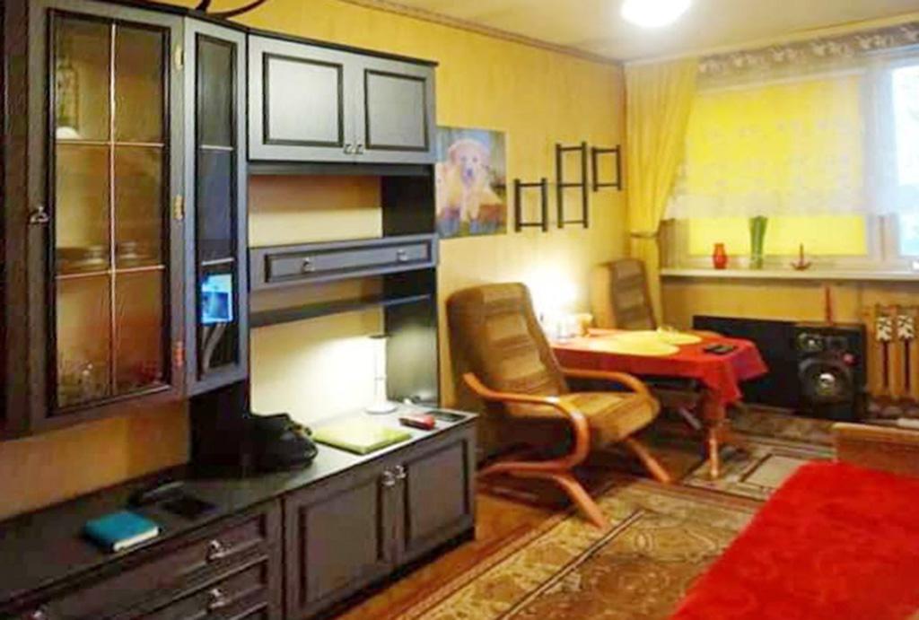 kameralny salon w mieszkaniu do sprzedaży Wrocław Różanka
