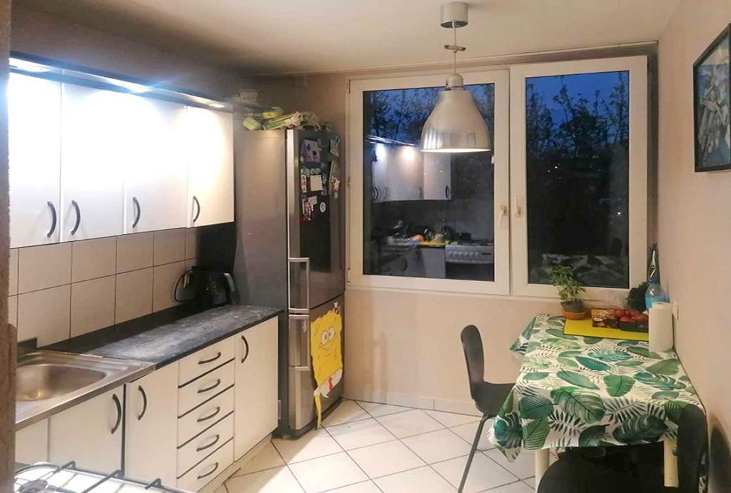 widok na kuchnię w mieszkaniu na sprzedaż Wrocław Krzyki
