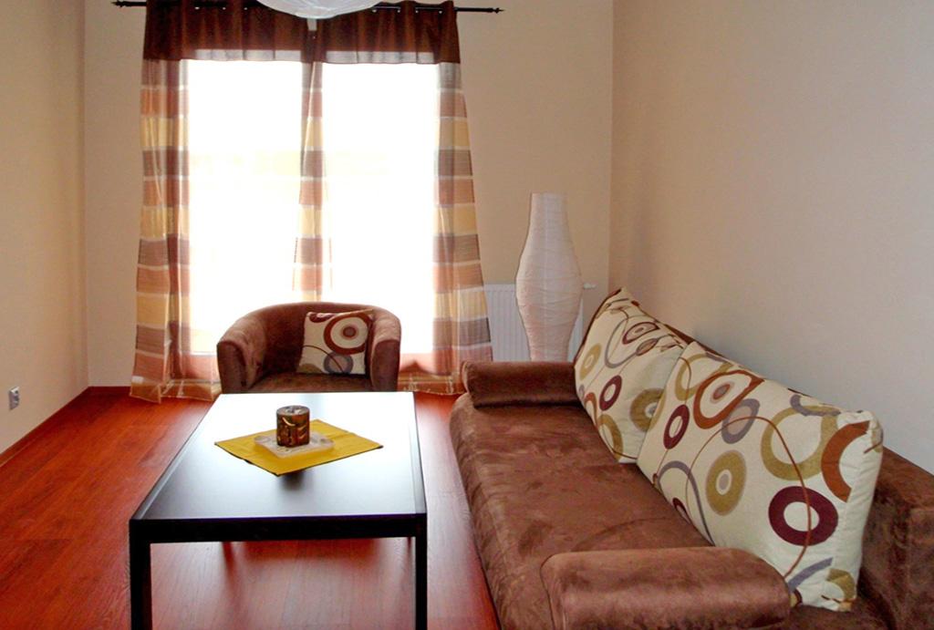 druga strona salonu w mieszkaniu do wynajmu Wrocław Krzyki