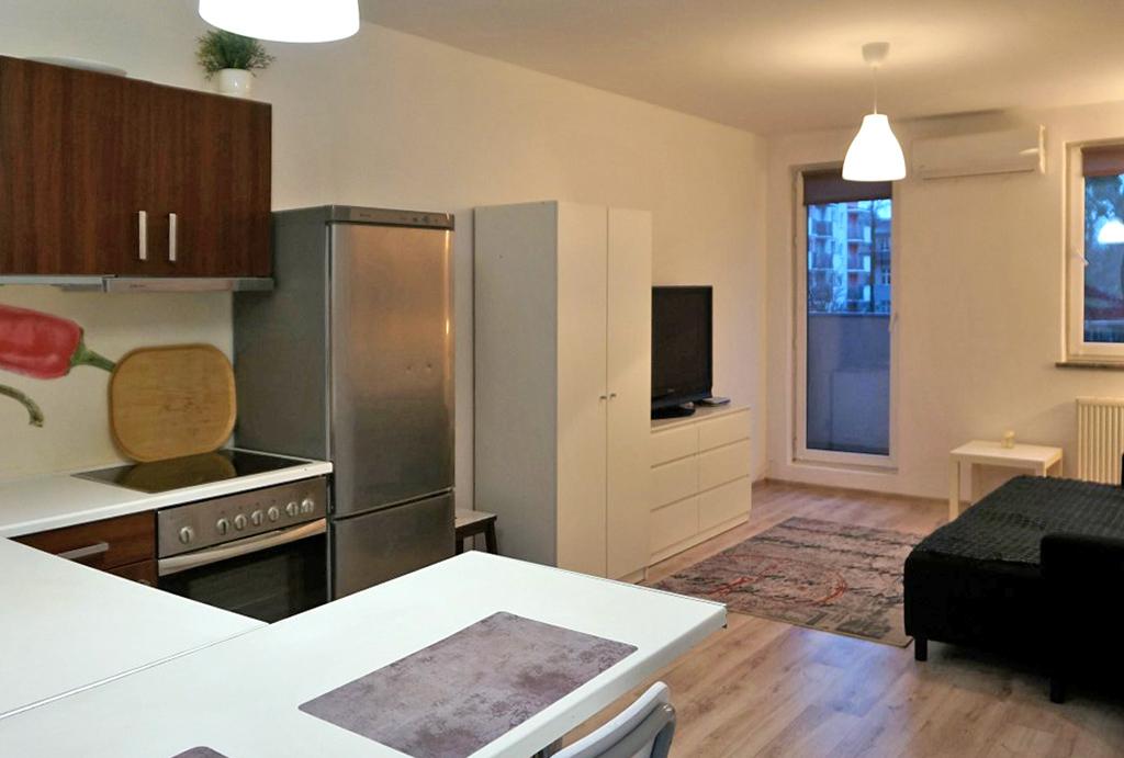 widok od strony kuchni na mieszkanie do wynajmu Wrocław Krzyki