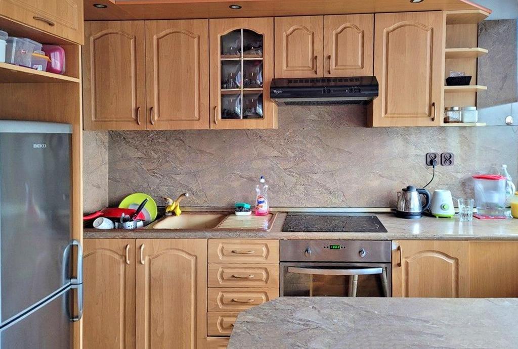 stylowo zabudowana kuchnia w mieszkaniu do wynajmu Wrocław Fabryczna