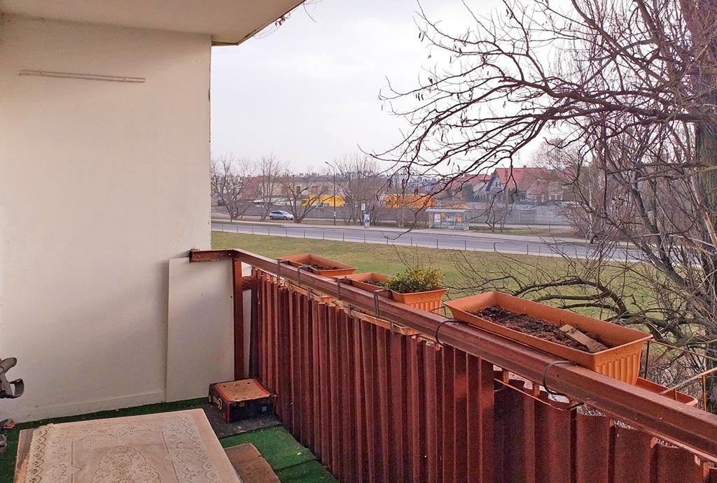 balkon z ładnym widokiem przy luksusowym apartamencie na sprzedaż Wrocław Psie Pole