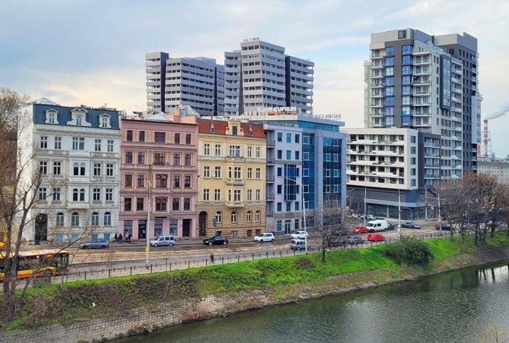 widok z okien ekskluzywnego apartamentu do sprzedaży Wrocław Stare Miasto