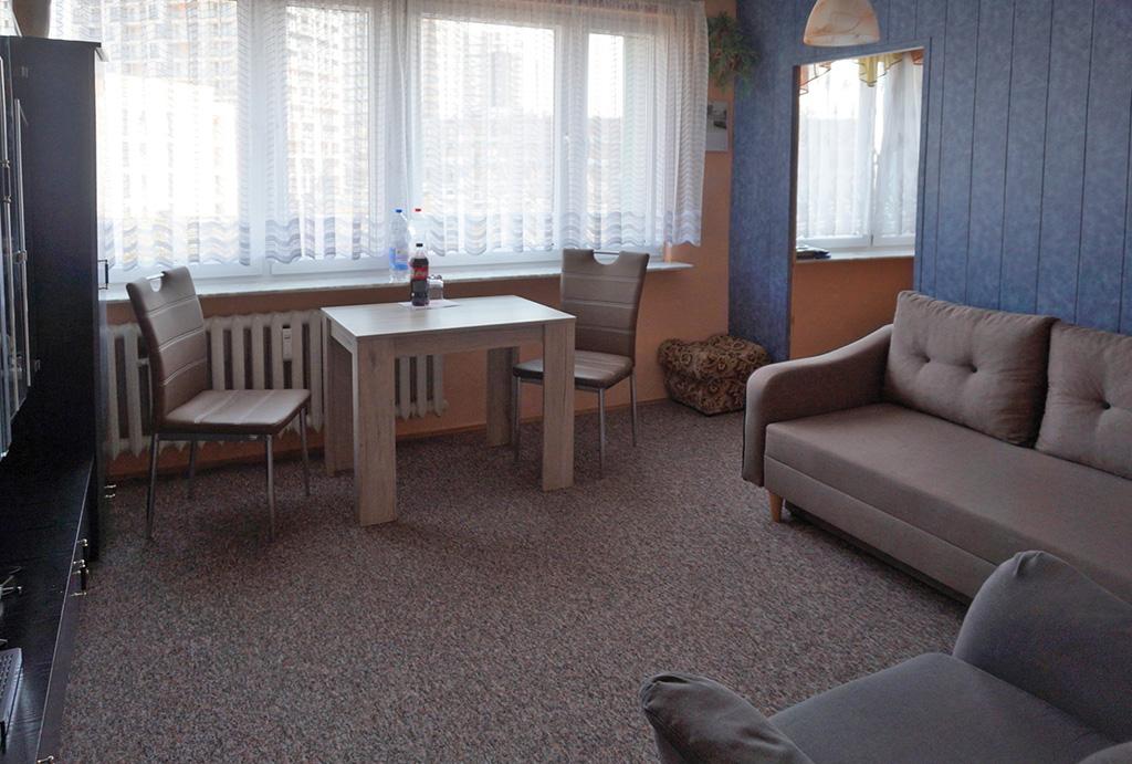 druga strona salonu w mieszkaniu na sprzedaż Wrocław Krzyki