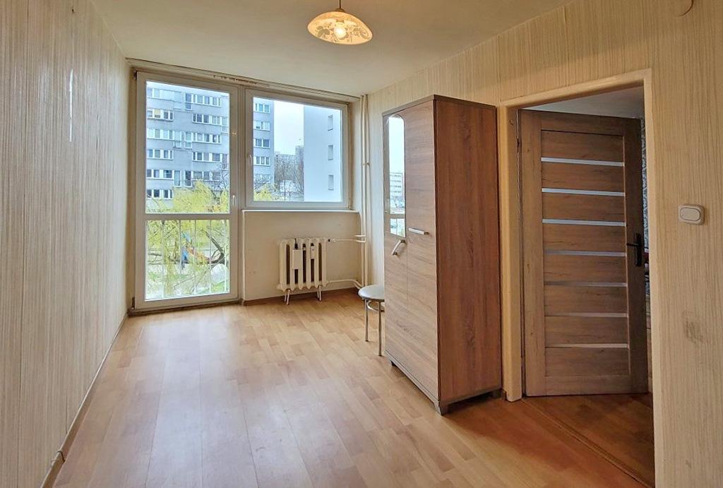 jedne z nieumeblowanych pokoji w mieszkaniu na sprzedaż Wrocław Stare Miasto