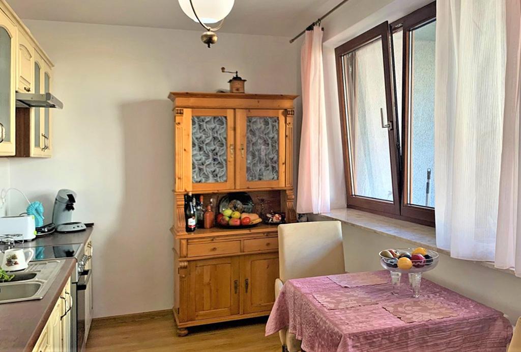 kuchnia oraz jadalnia w mieszkaniu na sprzedaż Wrocław Brochów