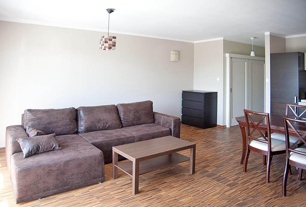 druga strona salonu w mieszkaniu do wynajmu Wrocław